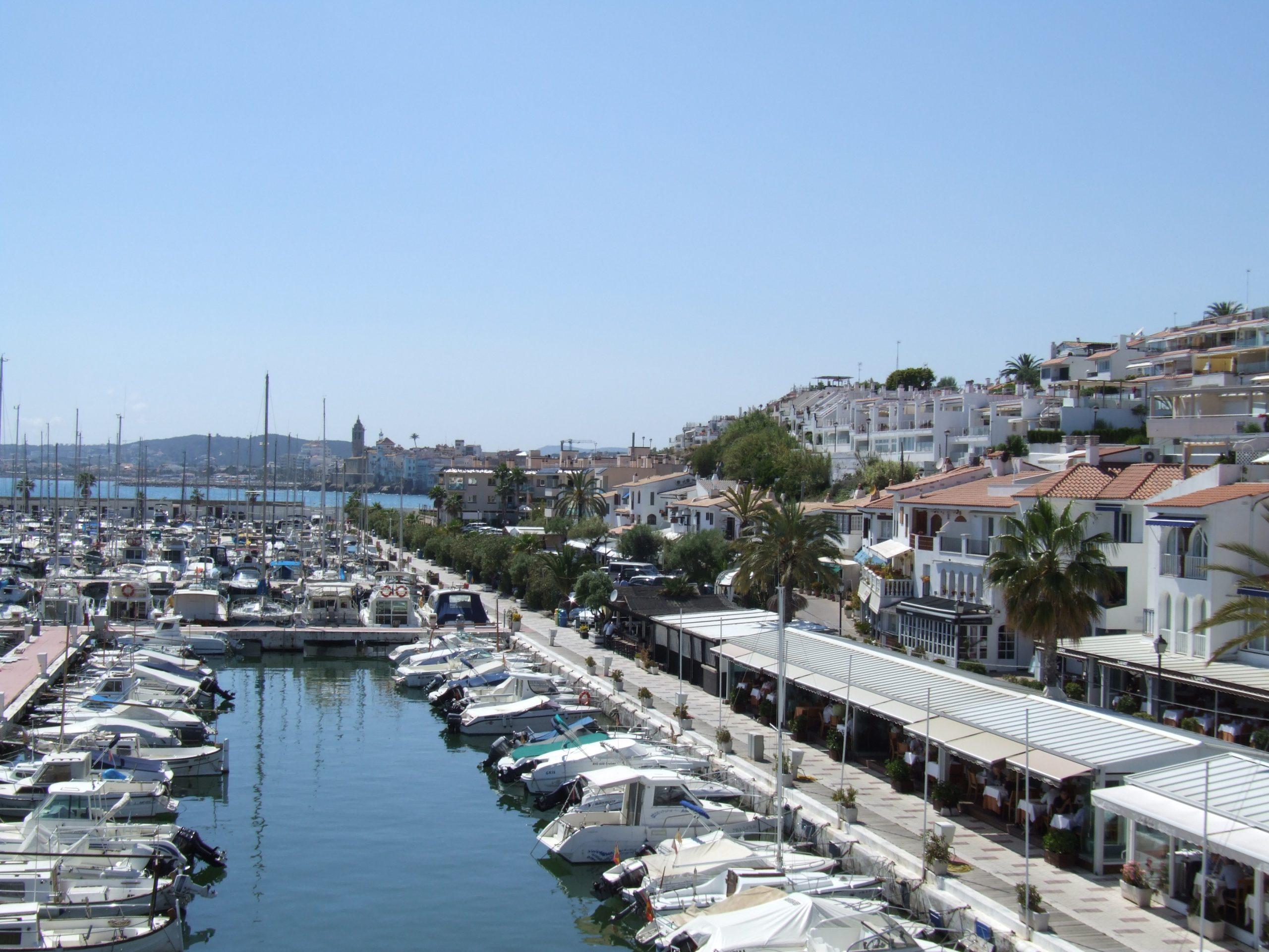 Larga vida a las terrazas en el Port de Sitges