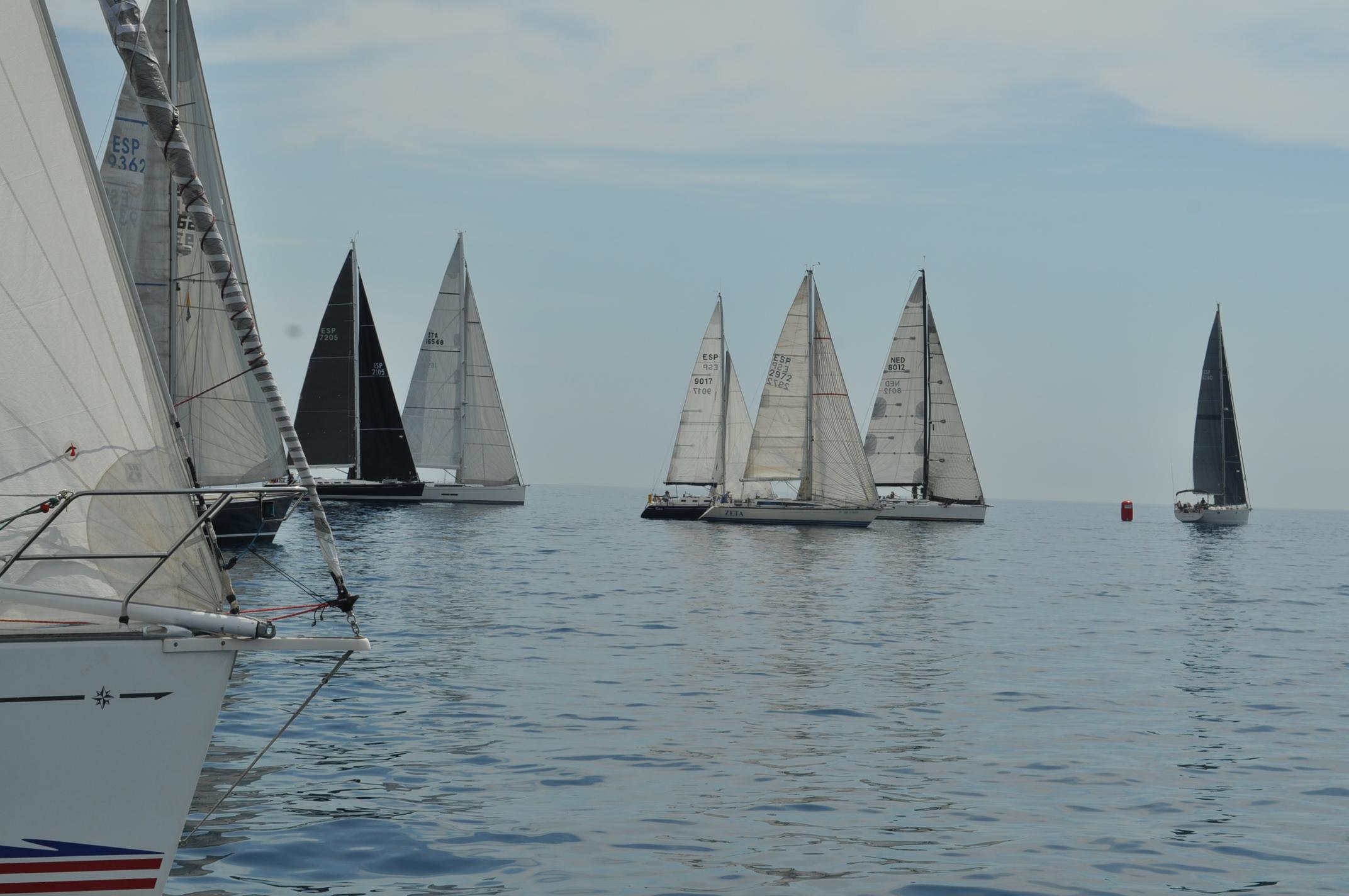 La regata Sitges-Ciutadella ha salido este viernes del Port de Sitges